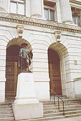 [color photograph of Cecilius Calvert statue, Mitchell Courthouse, Baltimore, Maryland]